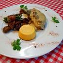La Calabria  - Suprême de Pintade Fermière et sa sauce crémeuse aux girolles Accompagné de ses petits légumes -