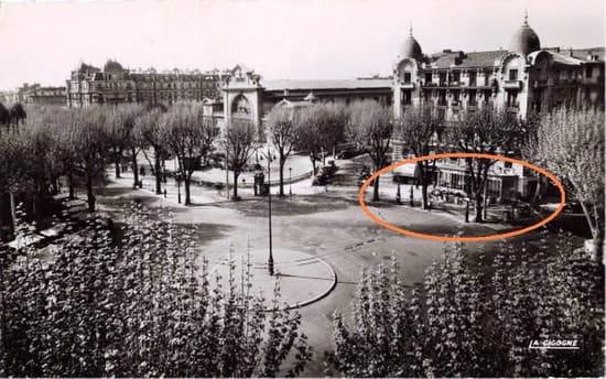 Le Gambetta  - la place de la libération -   © Année 1950