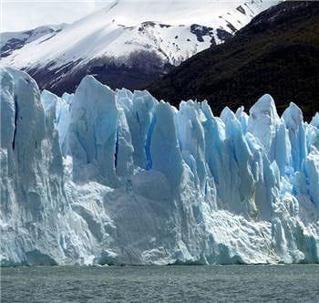 le glacier argentin perito moreno n'a pas bougé d'un centimètre malgré le