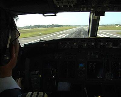 le pilote pose ses trois roues au sol