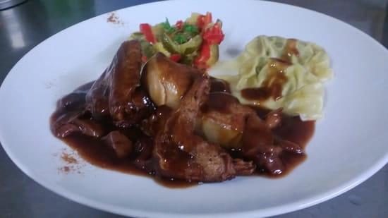 Au Fil des Saisons  - Demi pigeon et foie gras poëlé, sauce forestière -   © Au fil des Saisons