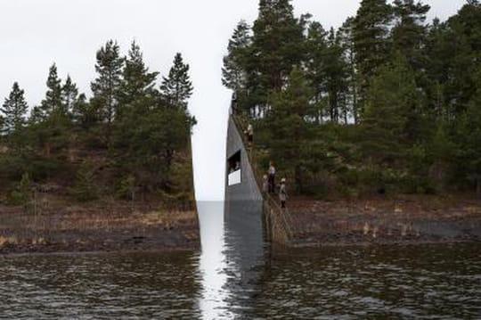 L'hommage aux victimes du massacre d'Utoya en Norvège