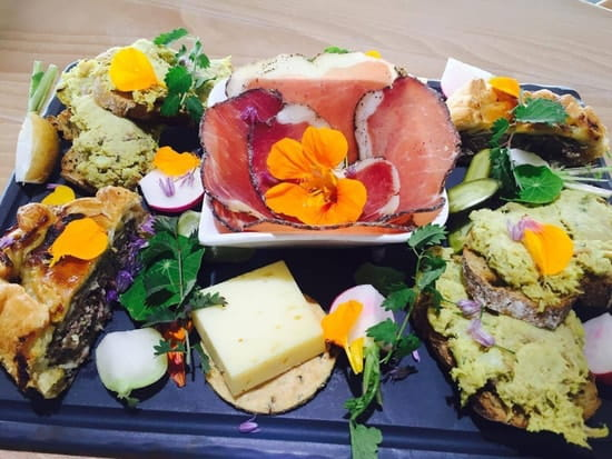 La Ferme Auberge de la Baie des anges  - Assiètte de dégustation -   © fermeauberge.fr