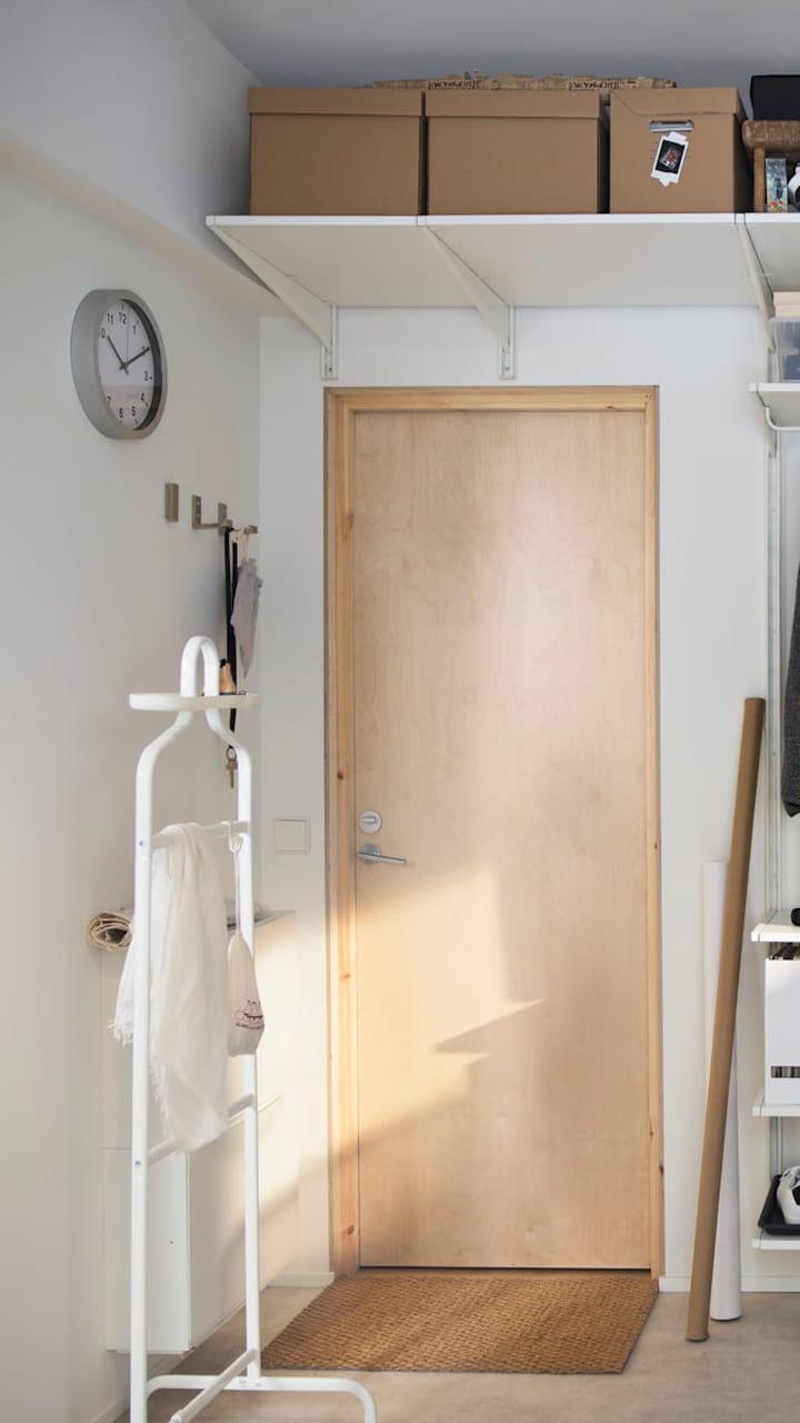 Ajouter Une Étagère Dans Un Placard les dessus de porte : placer des étagères