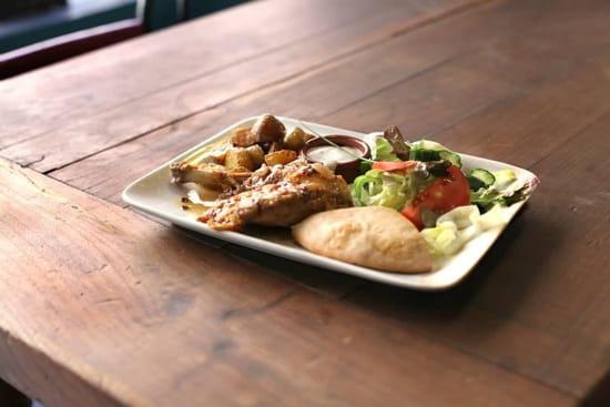 Le Coucou Rennais  - Notre assiette complète, cuisse ou blanc de poulet rôti et sa sauce au confit de cidre 8,50 € -