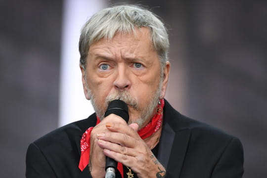 "Renaud: sa vie, sa carrière, sa santé... Biographie du ""Phoenix"""