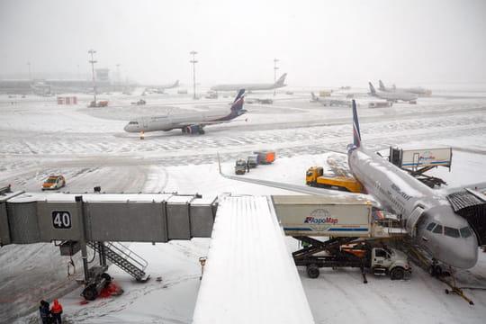 Un avion percute un homme au moment du décollage à Moscou