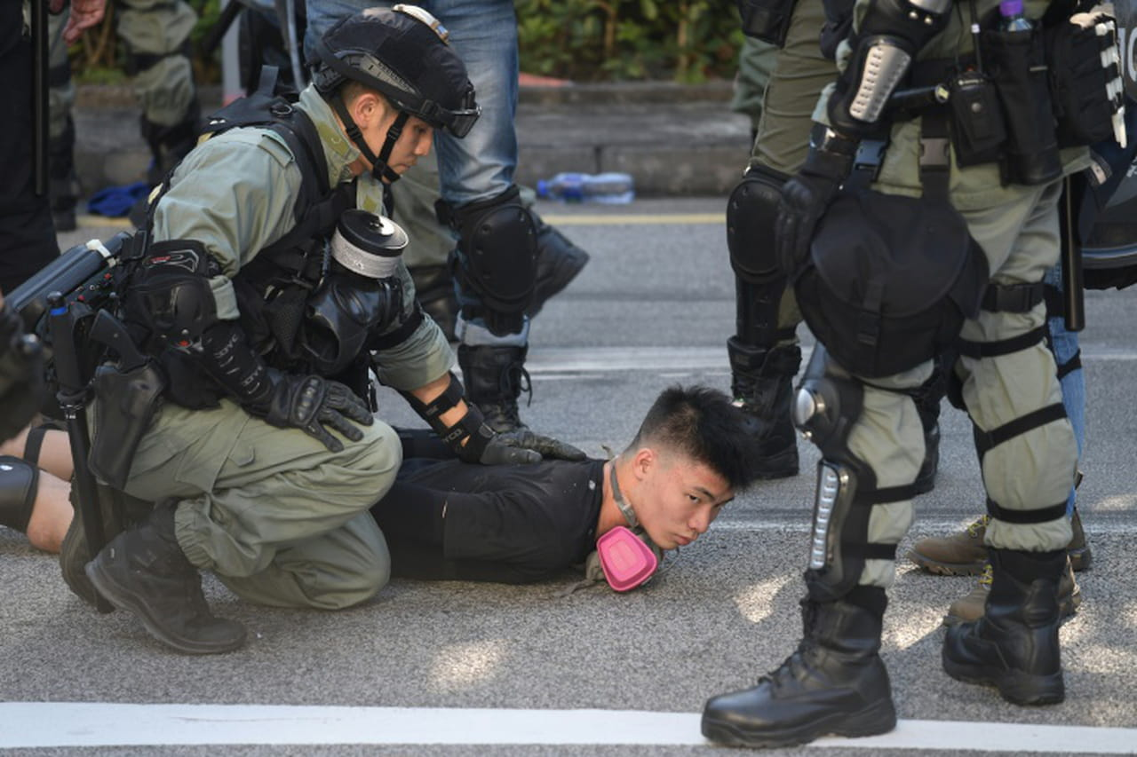 Hong Kong: brefs affrontements pour le seizième week-end de manifestations