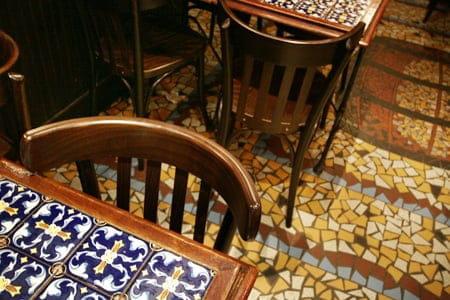 Les Piétons  - La table -   © L'Internaute Magazine / Cécile Debise