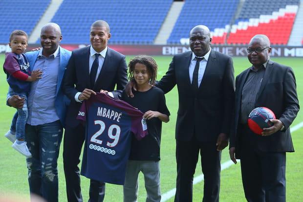 Famille, amis, conseillers... Qui sont les proches de Kylian Mbappé