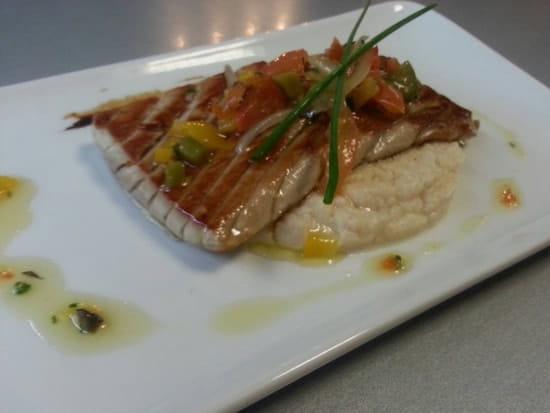 Plat : Restaurant le M  - Filet de thon sauce vierge accompagné d'une puree de choux fleur a la vanille de bourbon -