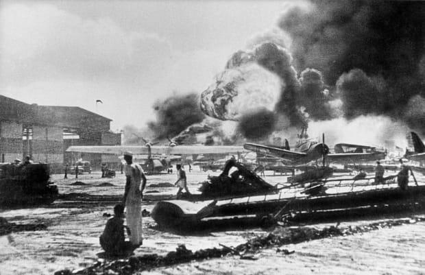 Pearl Harbor en flammes