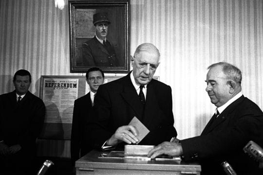 De Gaulle démissionne