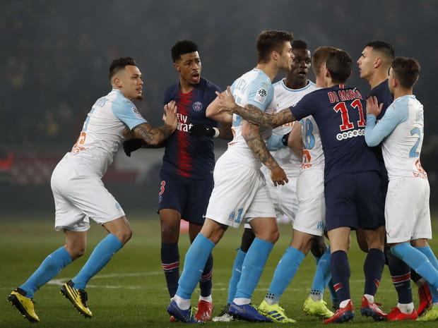 Des buts, une expulsion, les supporters en colère... Le match PSG - OM en images