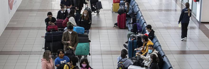 Frontières et Covid: les restrictions de voyage levées progressivement début mai, ce qu'a dit Macron