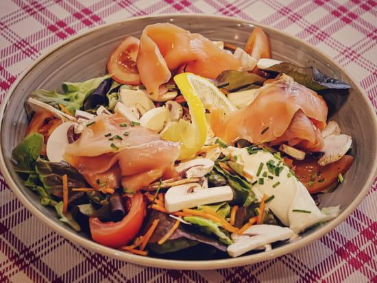 Plat : Crêperie L'Épi de Blé - Cap Malo  - Salade nordique au saumon fumé -   © -