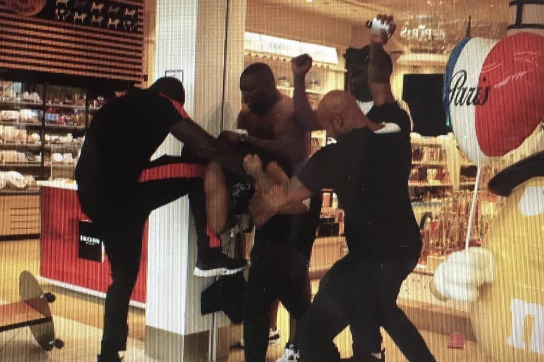 Violente bagarre entre Booba et un autre rappeur dans un aéroport parisien