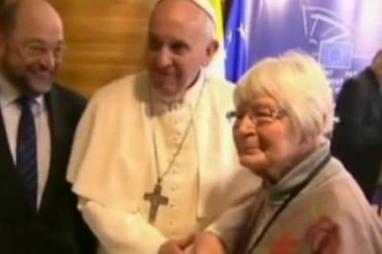 Pape en France : émouvante rencontre àStrasbourg avec une vieille femme