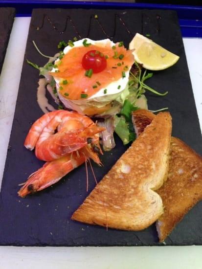 Le Quai 76  - L'assiette de mille feuille de saumon au fromage aux herbes -