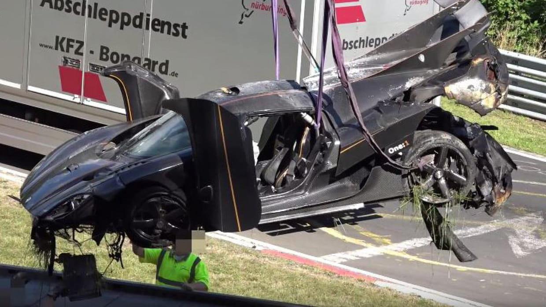 koenigsegg one l une des voitures les plus ch res du monde totalement d truite dans un crash. Black Bedroom Furniture Sets. Home Design Ideas