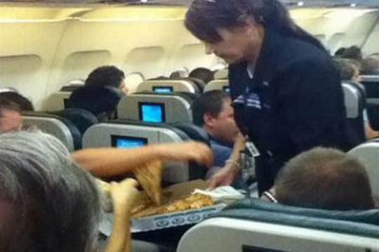 Avion retardé? Le pilote paie sa tournée de pizzas
