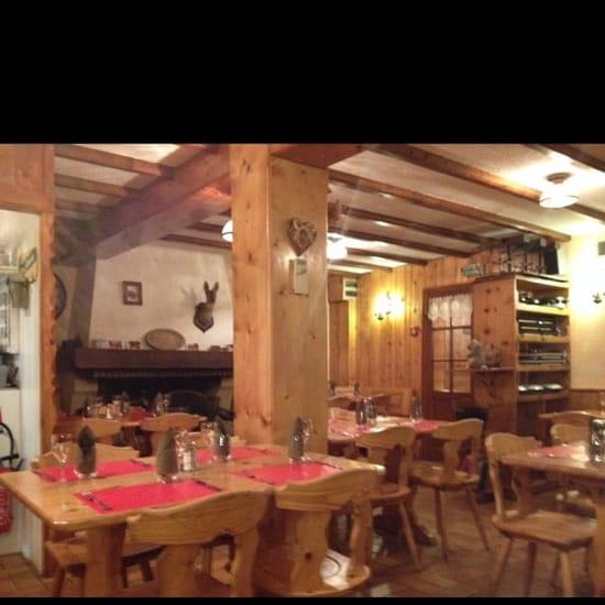 Restaurant : L'Oule Rouge  - Une salle typique avec une belle cheminée pour réchauffer  -