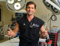 Dr Beverly Hills : Derrière le masque