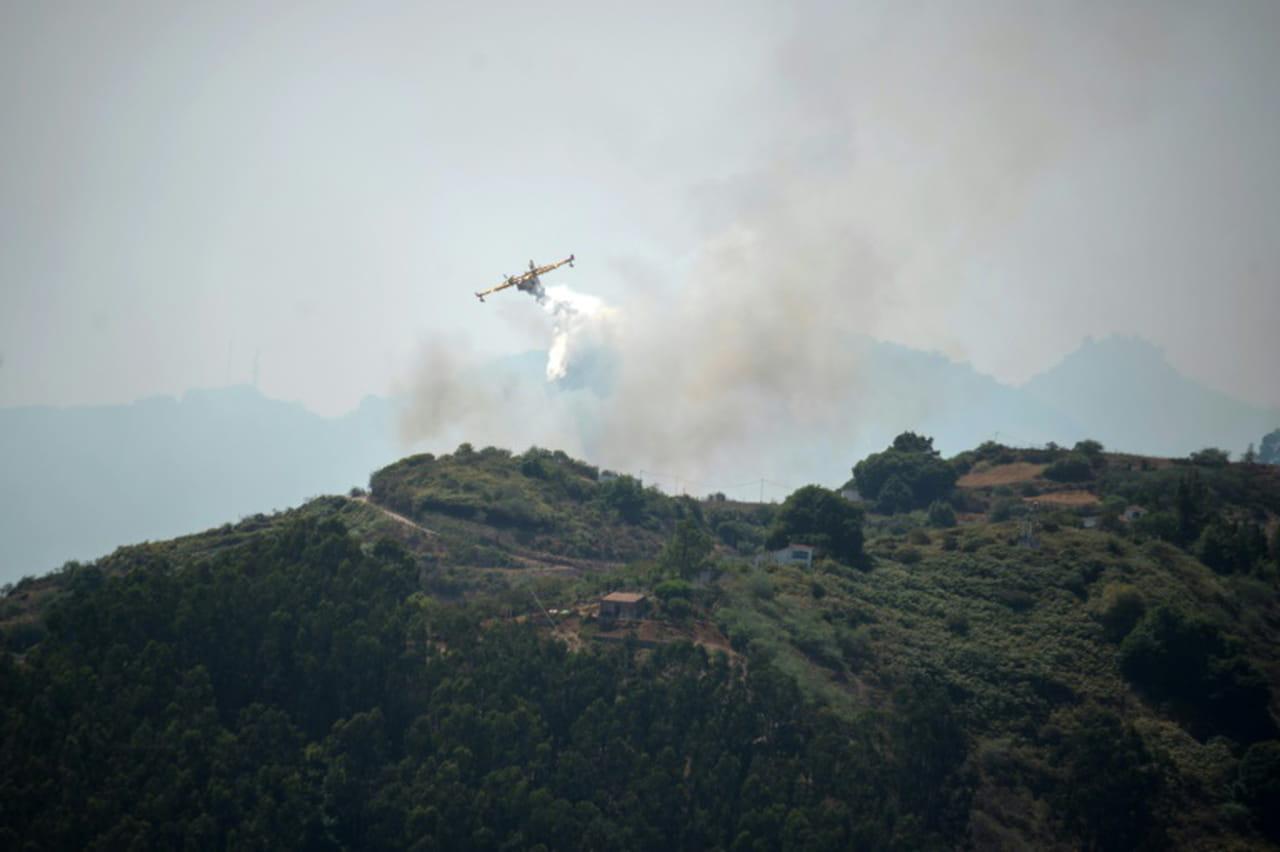 L'incendie de Grande Canarie faiblit, des habitants rentrent chez eux