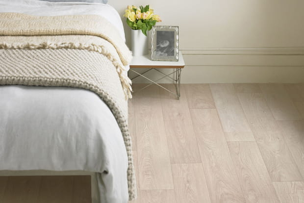 Sol pvc newport white de gerflor for Revetement sol chambre