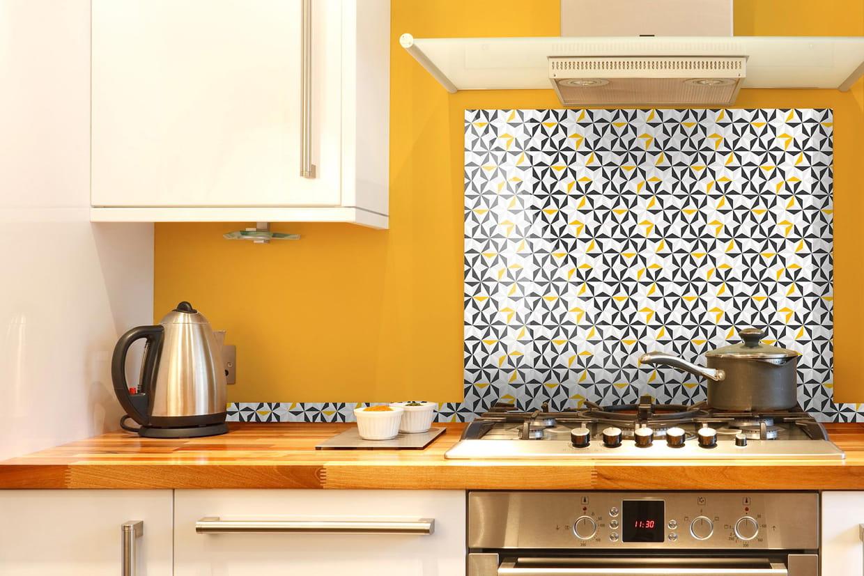 une cr dence vive et color e en pvc. Black Bedroom Furniture Sets. Home Design Ideas