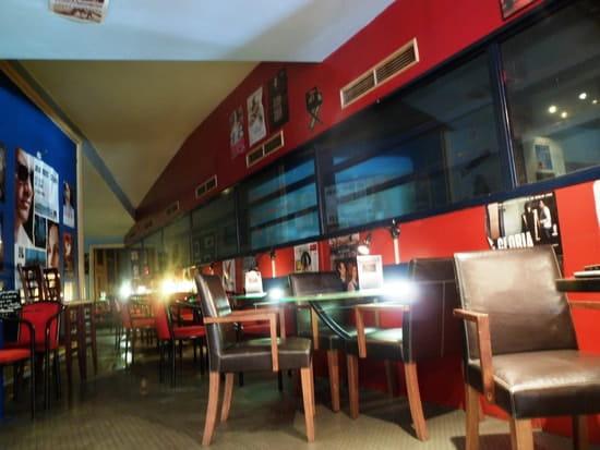 Café Bar de l'Odysée  - Salle intérieure avec vue sur la salle de cinéma -   © BarOdyssée