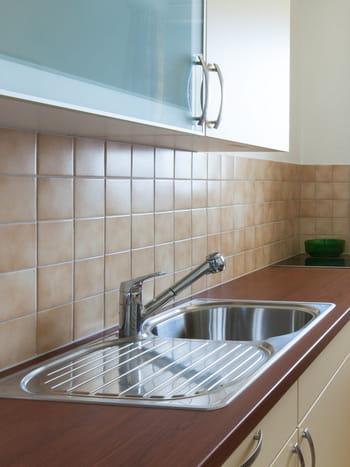Enlever le gras du carrelage mural de la cuisine for Enlever carrelage cuisine