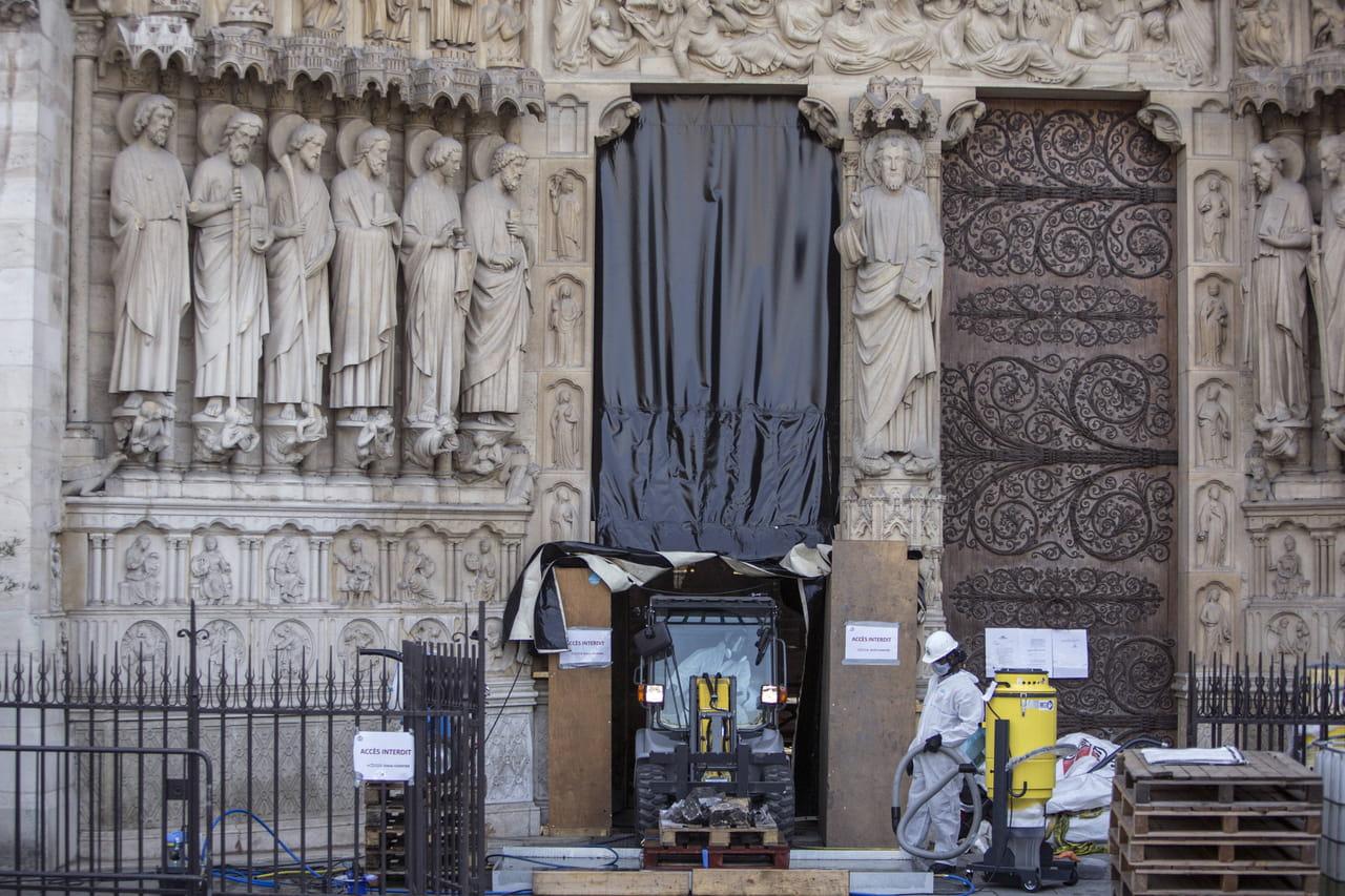 """Notre-Dame: selon les associations, """"mieux vaut tard que jamais"""" pour dépolluer"""