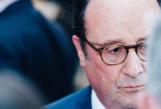 """Hollande: qui peut remplacer Macron, président """"hautain""""?, s'interroge-t-il"""