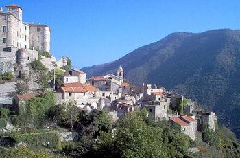 l'histoire des villes abandonnées. ici, baslestrino, en italie.