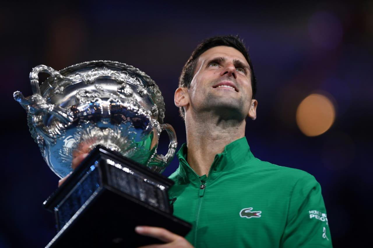 Open d'Australie: Djokovic remporte son 17e titre du Grand Chelem, et redevient N.1mondial