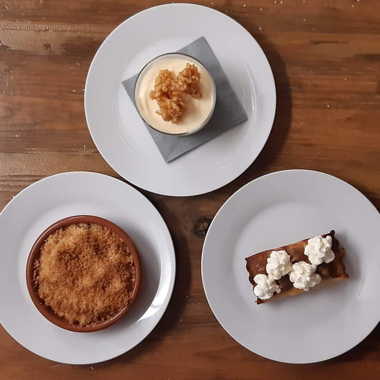Dessert : Au Chaperon Rouge  - Mousse à la bergamote / Crumble aux pommes / Financier poire-marrons -   © ChefDLBZH