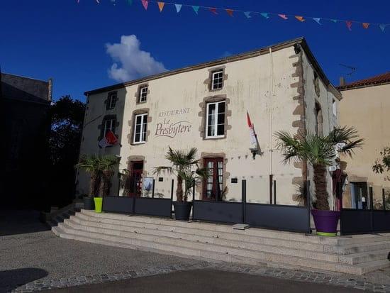 Restaurant : le presbytere  - Façade avec terrasse -