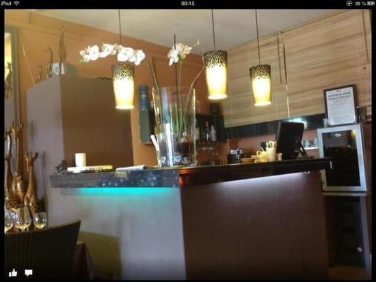 Sous le soleil  - Le bar. -