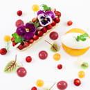 Dessert : Le Figuier de Saint Esprit  - Fraises des bois et nectarine,  sablé breton, crème verveine, coulis de groseilles et fraises Pêche pochée à la verveine, mousse glacée à la verveine crème aux amandes fraîches, sorbet au thé vert -   © SGMKG