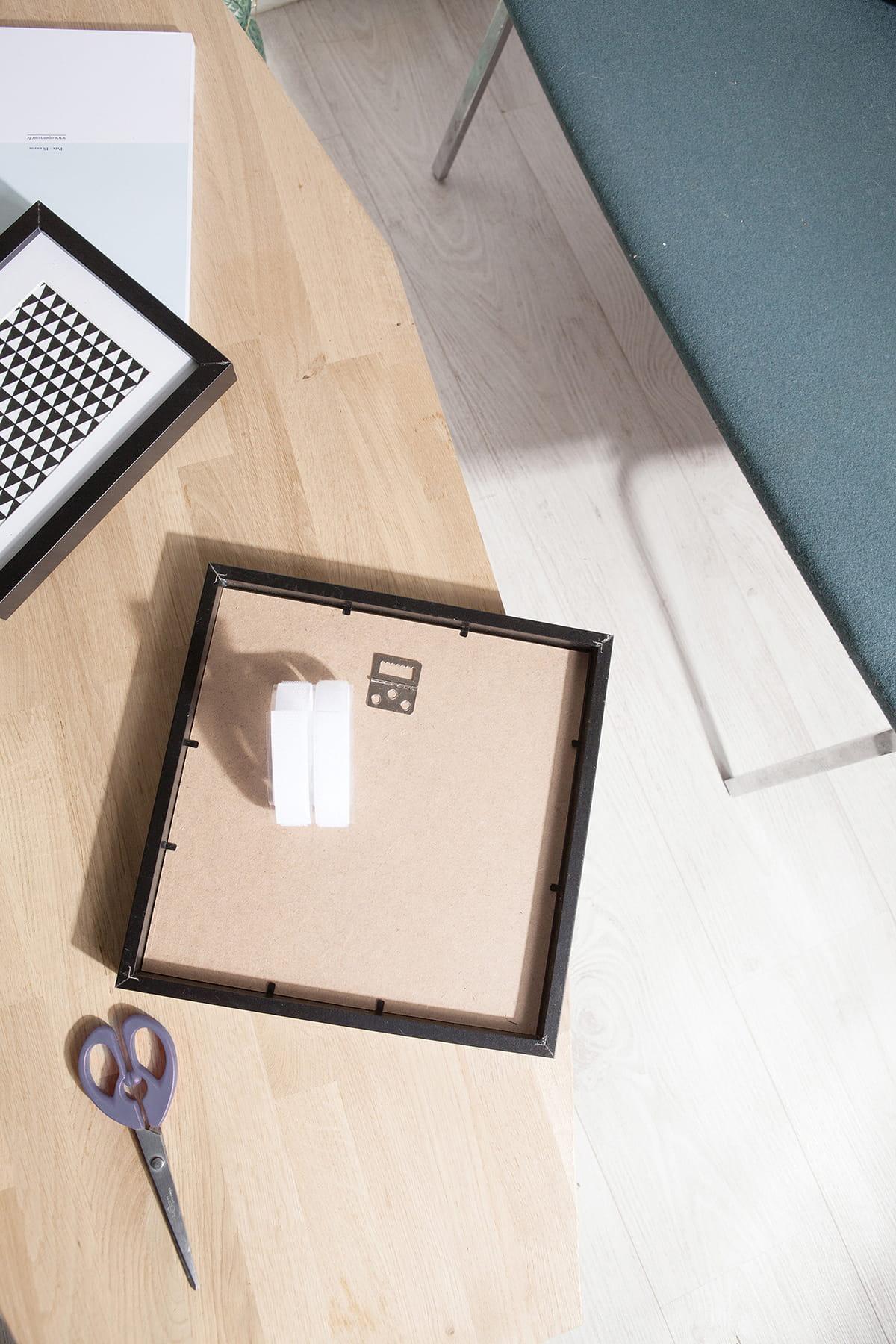 20 solutions pour fixer sans percer vos murs - Comment Accrocher Un Tableau Sans Attache