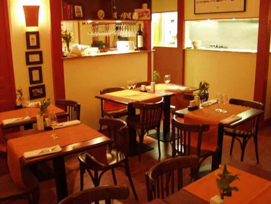 L'Heureux Père  - salle, bar, cuisine ouverte -   © phil.