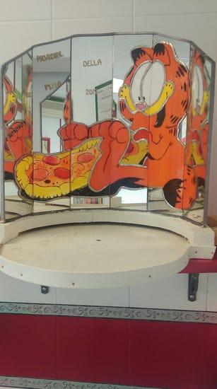 Restaurant : Roma Pizza  - Support de la pizza du championnat mondial realiser en vitrail -