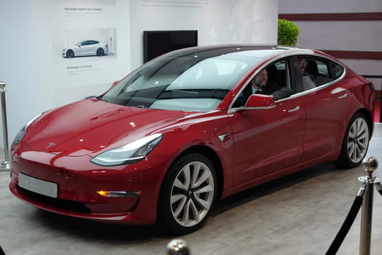 tesla model 3 un mod le pr sent paris comment la voir. Black Bedroom Furniture Sets. Home Design Ideas