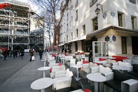 Le Café Beaubourg  - Vue sur le Centre Pompidou -   © L'Internaute Magazine / Cécile Debise