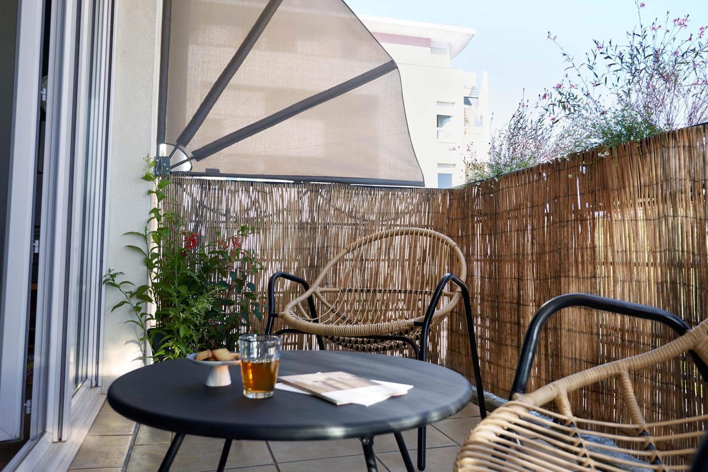 des canisses en bambou pour un balcon sans vis-à-vis