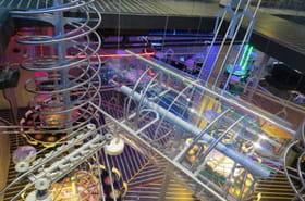 Un Roller Coaster Restaurant géant ouvre àAbuDhabi