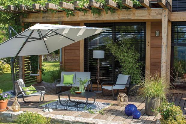un salon de jardin moderne. Black Bedroom Furniture Sets. Home Design Ideas