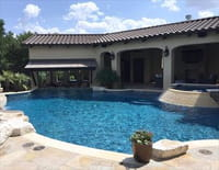 Les rois de la piscine : Une piscine comme un étang