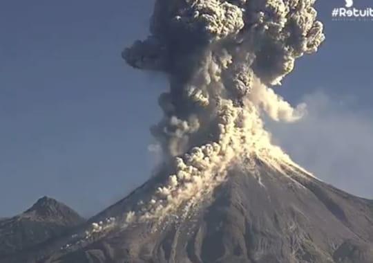 Volcan Colima au Mexique : violente explosion filmée en direct [IMAGES]